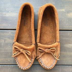 Minnetonka Kilty Suede Moccasin Taupe Size 8